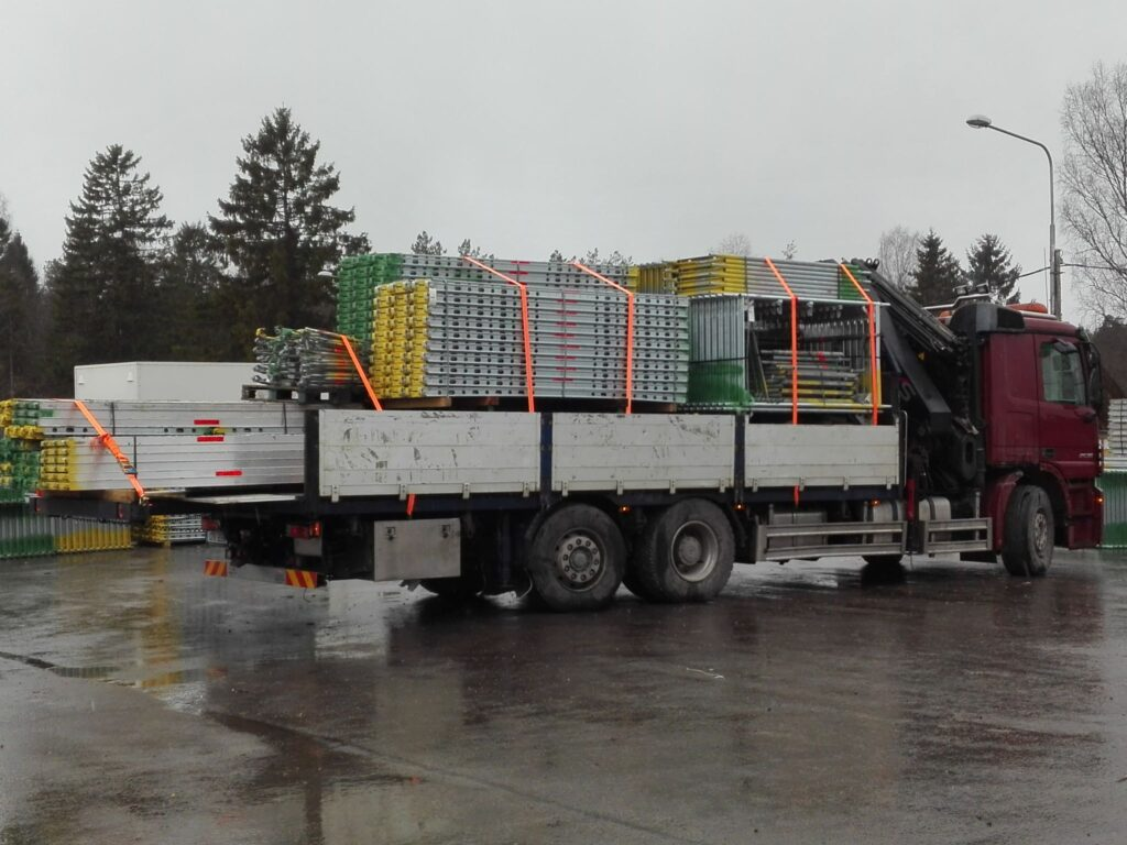 Liftertrans, kaubavedu, logistika Liftertransi kaubaveod, tõstetööd, raskeveotreiler, puksiir, ehitustehnika transport, ehitusmaterjali transport